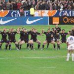 試合前に披露されるニュージーランド代表の『ハカ』は相手に対し敬意や感謝の意を表する舞。