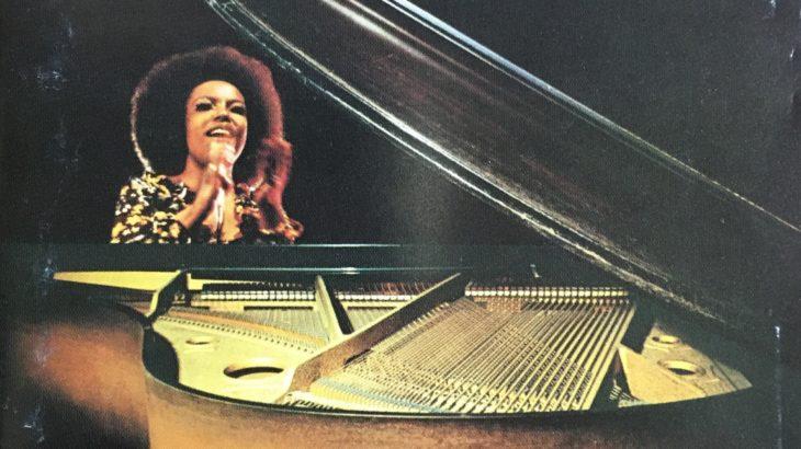 ロバータ・フラックのやさしく歌って、ハスキーなブレンドが心地いい。原曲はロリ・リーバーマン