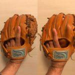 プロ野球選手の外野手の最近のトレンド的グラブのはめ方は小指のところに指2本。