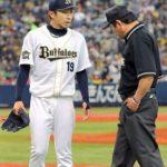 金子千尋(弌大)の特注超長袖アンダーシャツは手汗でグラブが滑るのを防ぐための工夫だった。