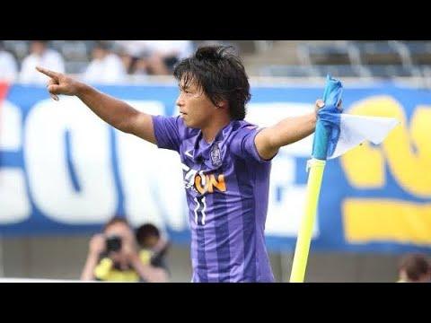J1通算得点数歴代2位の161得点を叩き出した紫のエースストライカー【佐藤寿人】