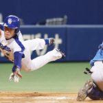 神走塁と言われたヘッスラを武器に2000本安打も達成した『荒木雅博』も引退発表。
