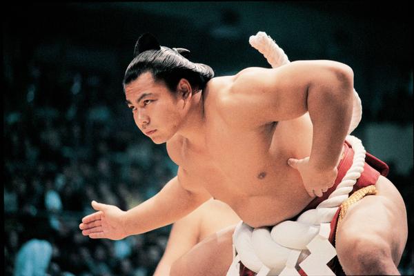 筋肉隆々でスピード感溢れる相撲が大好きだった小さな昭和の大横綱【千代の富士】