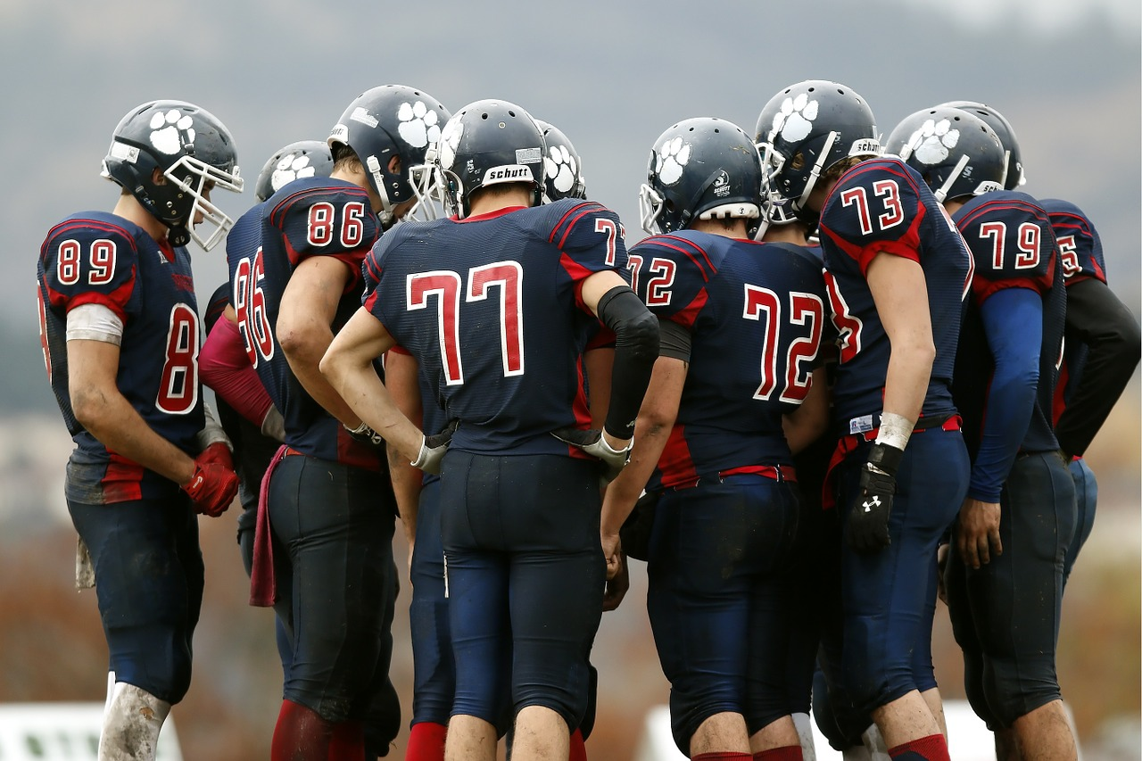 アメリカンフットボールNFLのスポッターとコーチは無線ではなく有線でやりとりをしている!