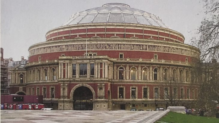 ロイヤル・アルバート・ホールでのコンサートはロックでも定番中の定番ですが  「ザ・プロムス」に白のストラトでジェフが現れた!